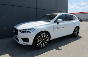 Volvo XC60 T5 AWD Geartronic R-Design bei Autohaus L.E.B in