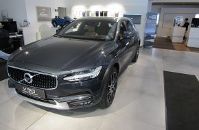Volvo V90 Cross Country Pro D4 AWD Geartronic bei Autohaus L.E.B in