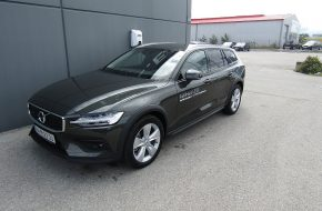 Volvo V60 Cross Country D4 AWD Cross Country Geartronic bei Autohaus L.E.B in