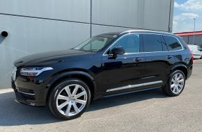 Volvo XC90 D5 AWD Inscription bei Autohaus L.E.B in