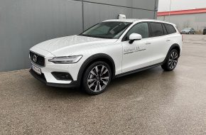 Volvo V60 Cross Country B4 AWD Cross Country Pro Geartronic bei Autohaus L.E.B in